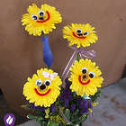 Happy Family Smiling Daisies Bouquet
