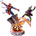 Spiderman vs Green Goblin Battle Atop Brooklyn Sculpture