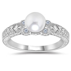 Diamond & White Pearl Antique Style 14K Gold Ring