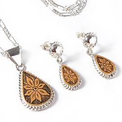 Poinsettia Stars Mate Gourd Jewelry Set
