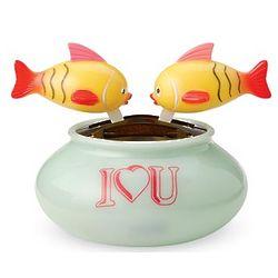 Kid's Solar Kissing Fish Toy