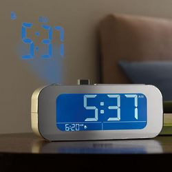Self-Setting Projection Alarm Clock