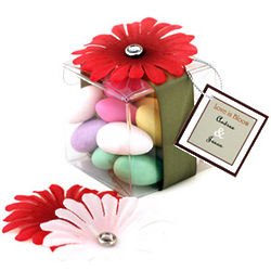 Love in Bloom Daisy Petal Box with Candy Favor