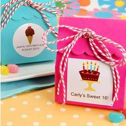 Scalloped Favor Bag with Personalized Label and Twine