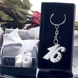 Sweet 16 Keychain With Stones in Pearl White
