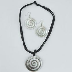 Spiral Shell Necklace Set
