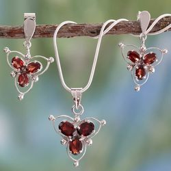 Crimson Clover Garnet Jewelry Set