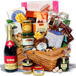 Gourmet Gift Basket with Organic Raspberry Sparkling Cider