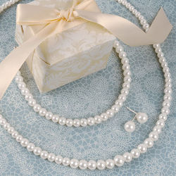 Graduated Pearl 3-Piece Jewelry Set