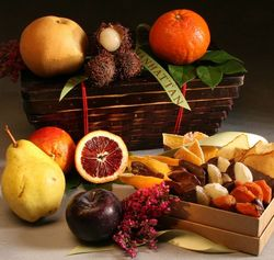 Good Tidings Fruit and Chocolate Gift Basket