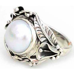 Nest of Lilies Pearl Flower Ring