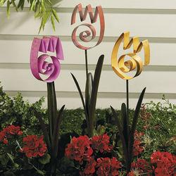 Tulip Swirl Yard Stake Set
