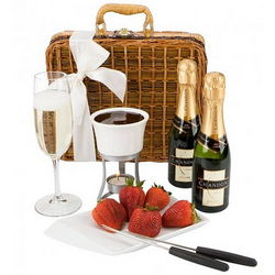 Fondue and Champagne for Two Picnic Basket