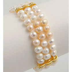 Classic Freshwater Pearl Bracelet with Rhinestone Linkage
