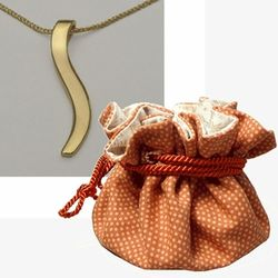 2nd Anniversary 18k Gold Ogee Pendant in Cotton Pouch