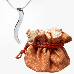 2nd Anniversary 18k White Gold Ogee Pendant in Cotton Pouch