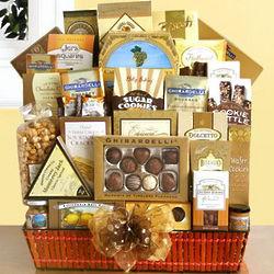 Deluxe Delights Gourmet Gift Basket