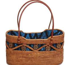 Serene Skyline Ate Grass Handle Handbag