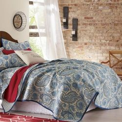 Santaney Oversized Reversible Twin Quilt