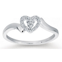 14k White Gold Diamond Heart Fashion Ring
