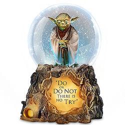 STAR WARS Jedi Master Yoda Musical Glitter Globe with Lights