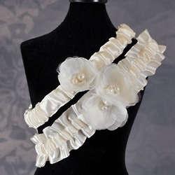 Delicate Flower Ivory Wedding Garter Set