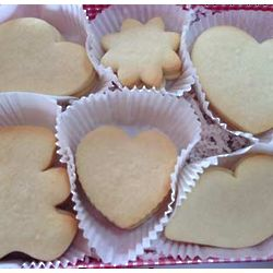 Valentine Cookie Cut-Outs to Decorate Gift Box
