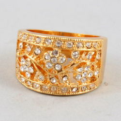 Art Nouveau Filigree Floral Gold Ring with Austrian Crystals