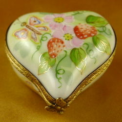 Small Heart with Strawberries Limoges Box