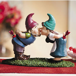 Kissing Garden Gnomes Statue