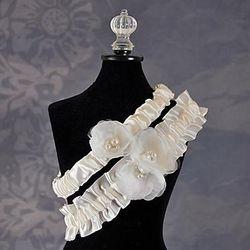 Delicate Flower Wedding Garter in Ivory
