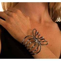 Fashionable Ribcage Spring Clasp Bracelet