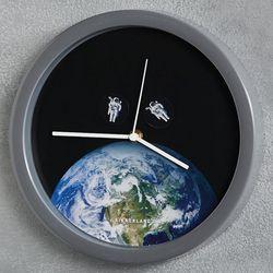 Spacewalk Astronauts Clock