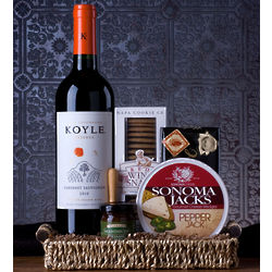 Wine and Red Wine Snaps Gift Basket