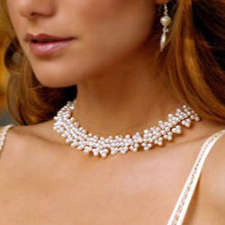 'Extravagant White' Pearl Beaded Necklace