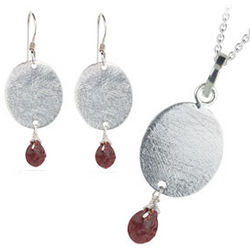1.80 Cts Garnet Jewelry Set in Silver