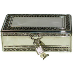 Engraved Silver Plated Key to My Heart Keepsake Box