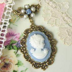 Cameo Flowerette Pendant